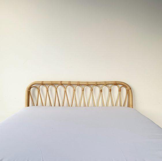 voksen seng i rattan